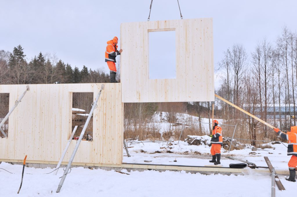 Assembly of glulam panels using a dovetail joint in building ZAZA TIMBER office DSC 7163