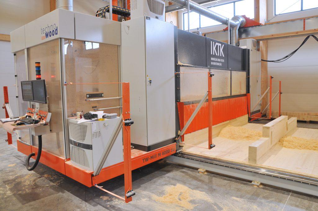 Large format CNC for glulam constructions ZAZA TIMBER DSC 7012
