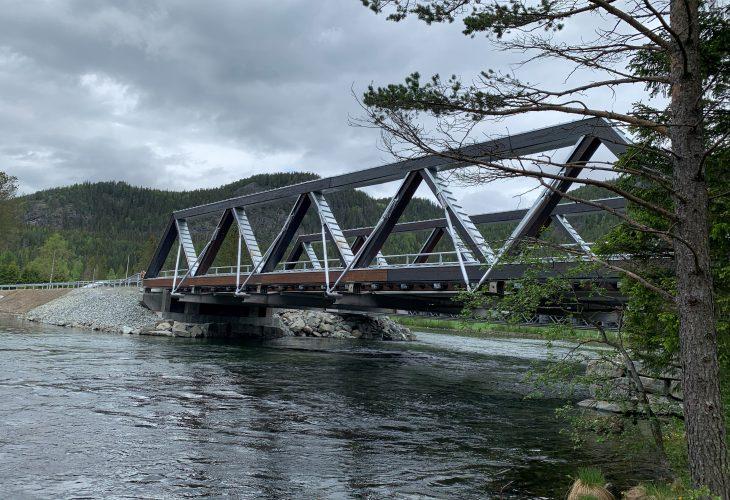 Tveit bru. Tveit Bridge. Prefabricated glulam structures by ZAZA TIMBER